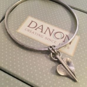 Danon 'Love Leaf' Bangle